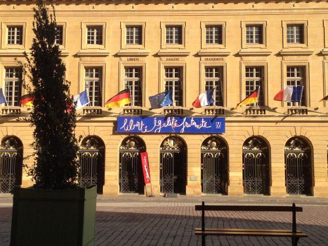 La Mairie de Metz ornée des drapeaux français et allemands à l'occasion du Conseil des Ministres franco-allemand, avril 2016
