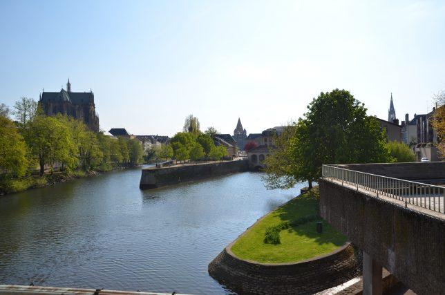 Vue sur la cathédrale Saint-Etienne, le Temple Neuf, le clocher du Temple de la Garnison et les îles de Metz