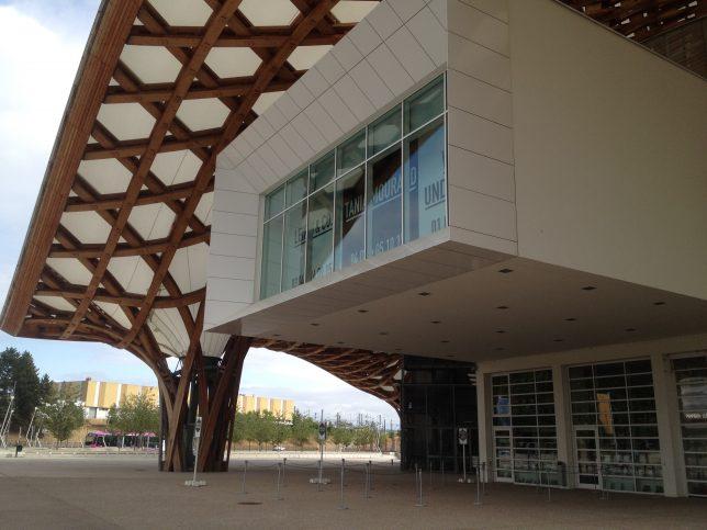 Vue du Centre Pompidou Metz, à l'abri sous le chapeau chinois