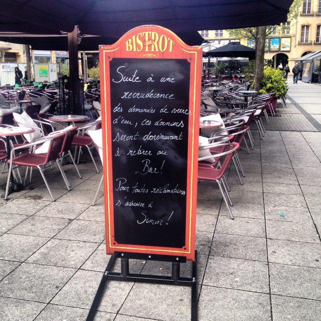 Place Saint-Jacques, on boit de la bière, moins facilement de l'eau !