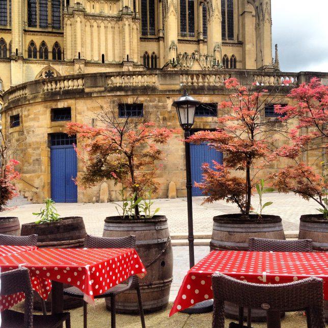La terrasse de la Cucina di Basa et la cathédrale