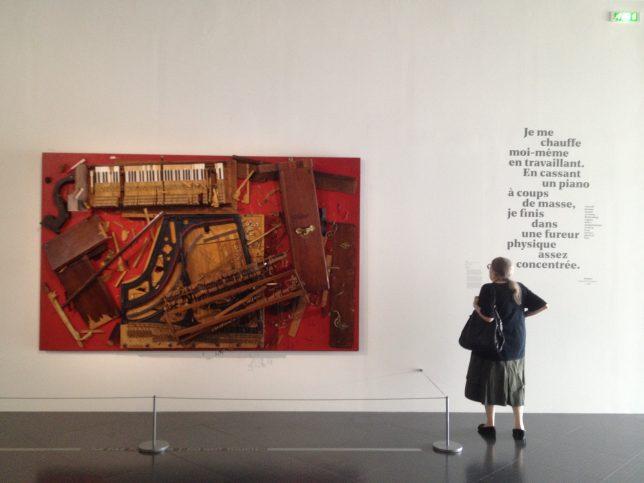 Arman, Chopin's Waterloo - oeuvre exposée à Musicircus, exposition du Centre Pompidou Metz en juillet 2016