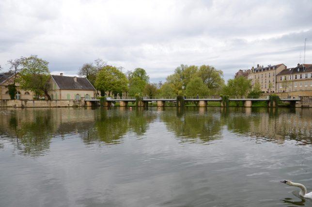 Vue sur l'île du Petit Saulcy et les locaux de l'Université de Lorraine