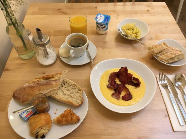 Petit-déjeuner complet servi à l'Instant Café, Metz