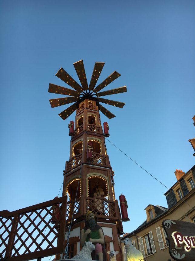 pyramide-noel-place-saint-louis-metz
